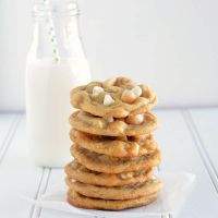 Simply Amazing Macadamia Nut Cookies with White Chocolate