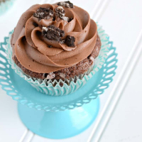 Homemade Oreo Cupcakes with Chocolate Frosting