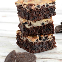 Cheesecake Brownies with Oreos Recipe