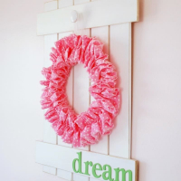 DIY Farmhouse Picket Fence Sign {with Wreath}