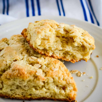 Toasted Oatmeal Scones