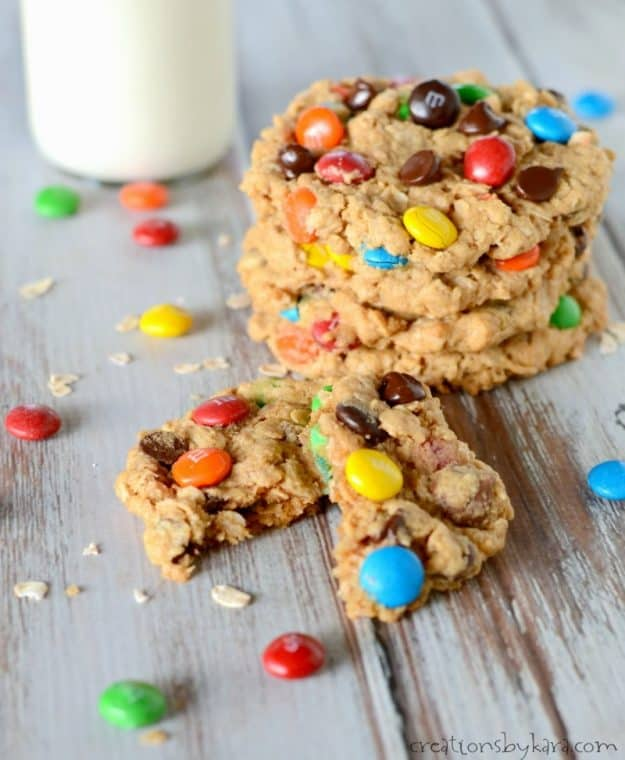 Soft and chewy monster oatmeal peanut butter cookies with chocolate chips and M&M's. #monstercookierecipe