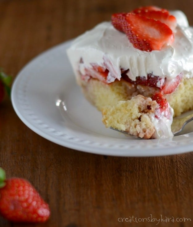 Make this award winning Strawberry Cake and impress your friends!