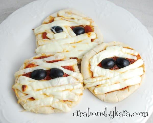 halloween-recipe-mummy-pizza