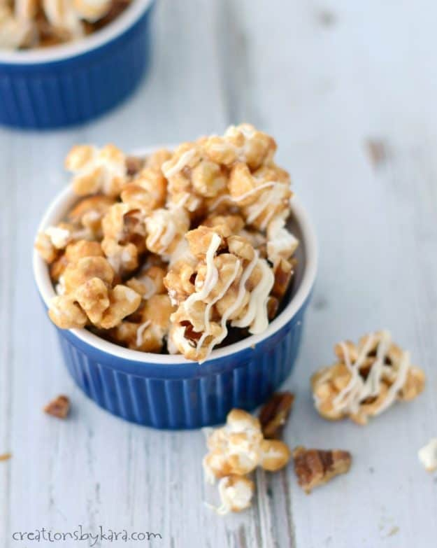 Irresistible Cinnamon Roll Caramel Popcorn - no one can resist this sweet and crunchy popcorn! A perfect holiday caramel corn recipe.