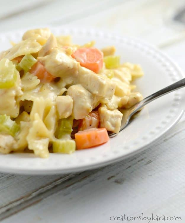 Quick, easy, and delicious, this one pot skillet chicken noodle casserole is a perfect dinner recipe for busy weeknights. My whole family loves this skillet dinner!