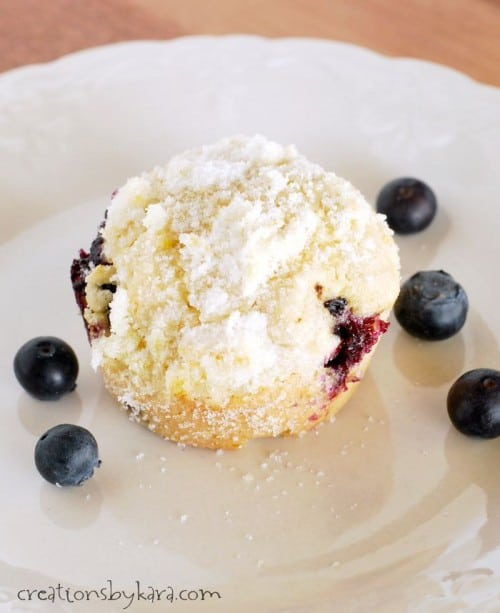 Recipe for Blueberry Muffins with a buttery crumb topping
