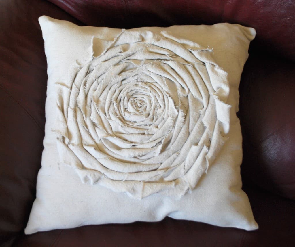 decorating-rosette-pillow