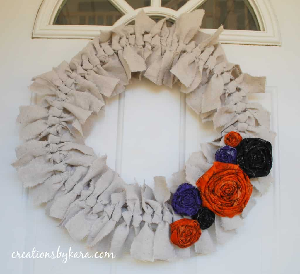 halloween-wreath-decorating