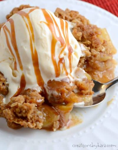 Love apple crisp or caramel apples? Give this Caramel Apple Crisp a try. It is the best of both worlds. A perfect fall dessert recipe!