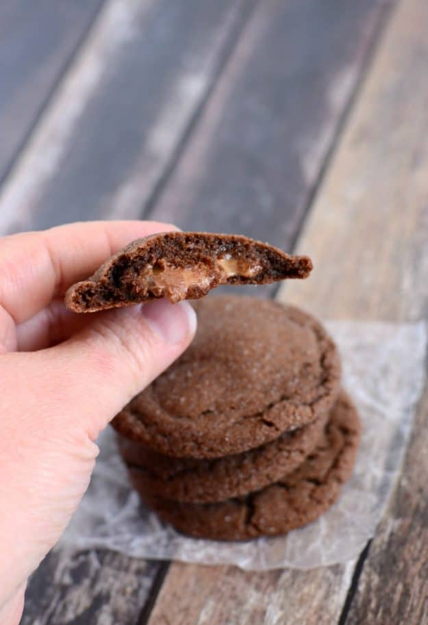 Check out the caramel filling in these Rolo Cookies. Trust me, you want to make these chocolate caramel cookies!