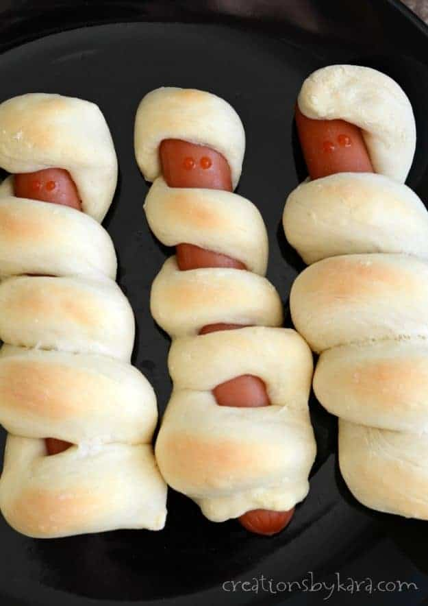 Mummy Dogs - a fun Halloween twist on pigs in a blanket. A perfect Halloween dinner recipe.