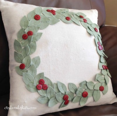 christmas pillow with felt wreath