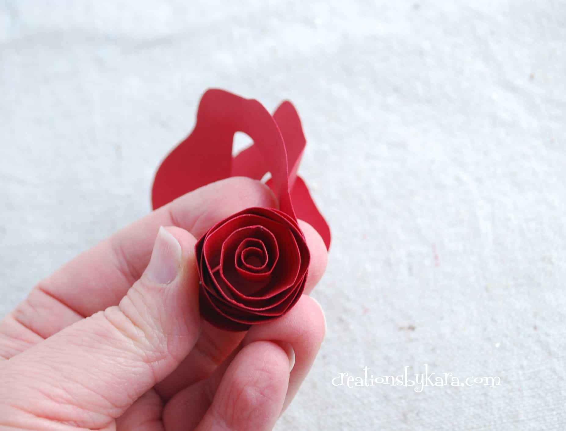 rolled paper roses tutorial 003   creations by kara