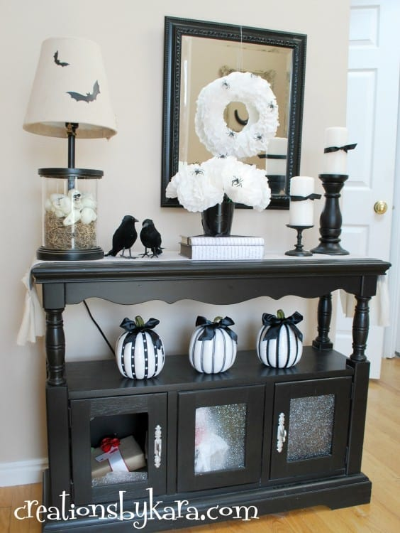 black-and-white-halloween-display