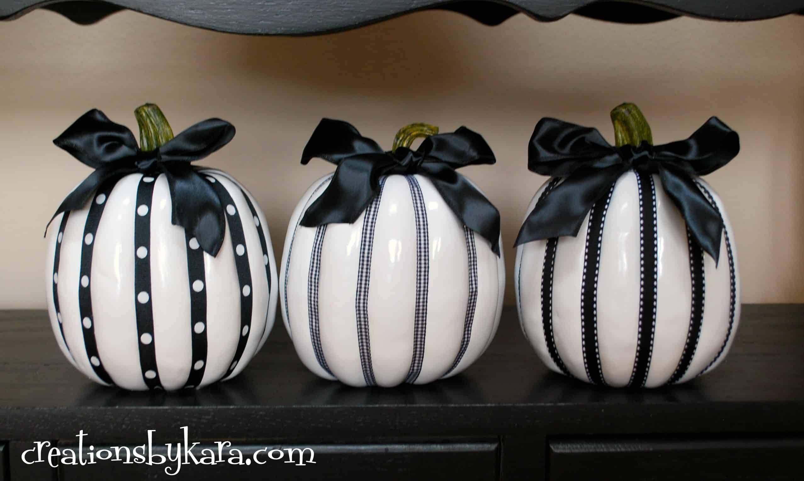 halloween decor black and white pumpkins - Decorated Halloween Pumpkins