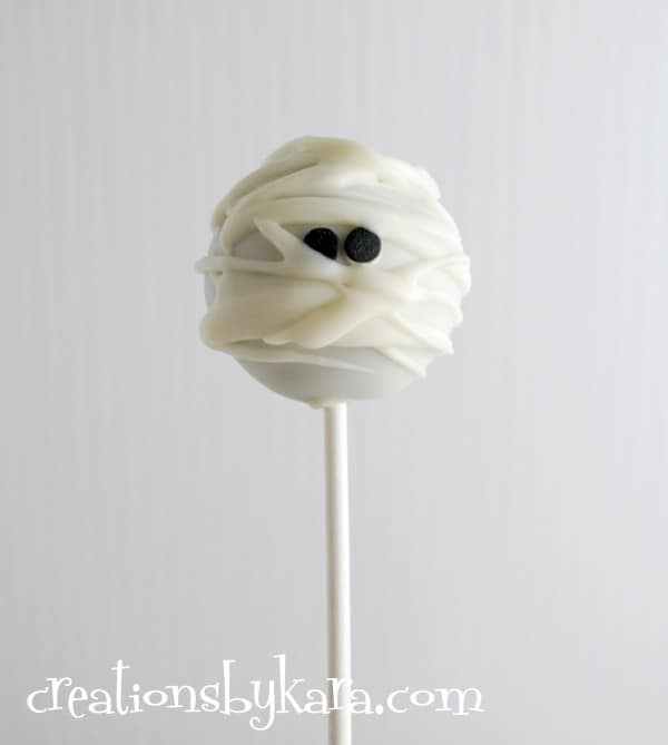halloween-food-mummy-cake-pops