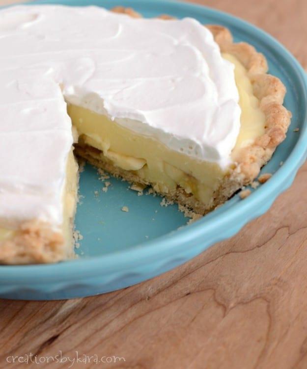 pan of banana cream pie