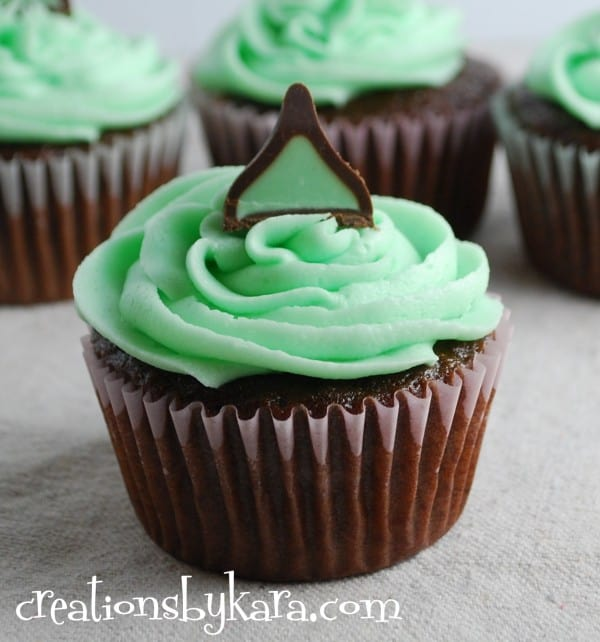 Mint Chocolate Cupcakes Recipe mint chocolate cupcakes with mint fudge ...