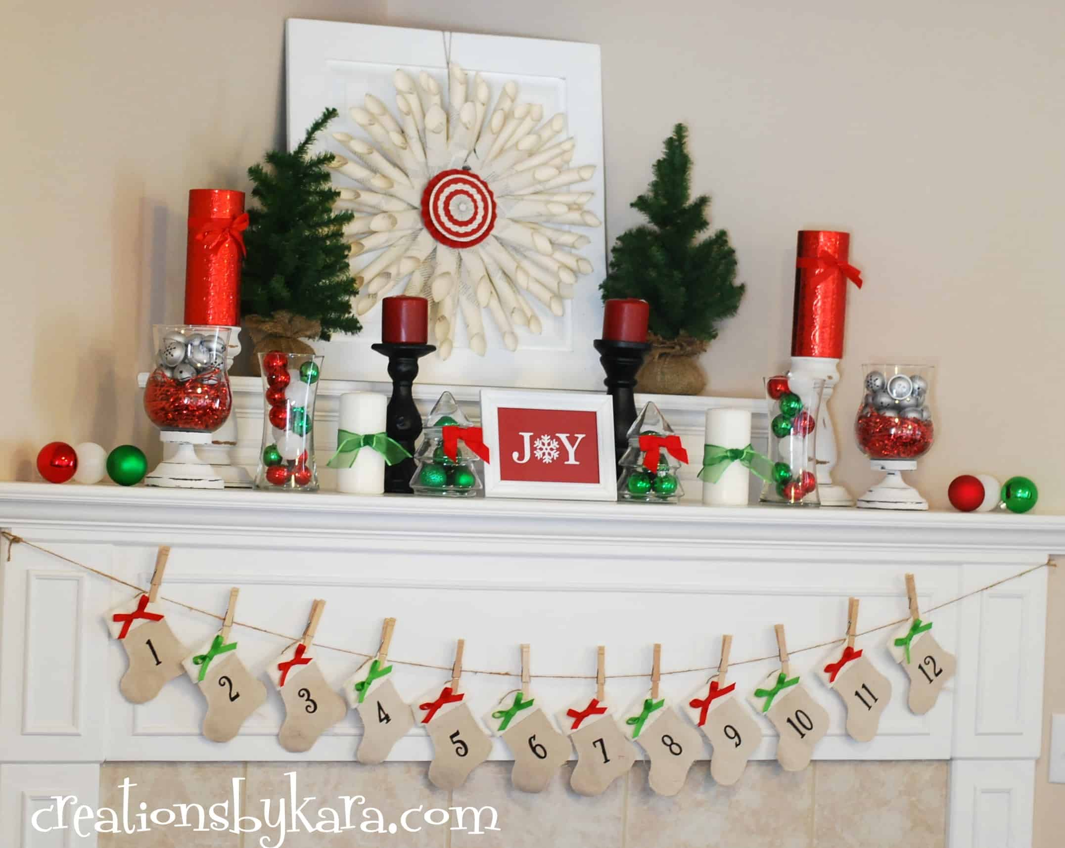 Red and green christmas mantel for Design a christmas decoration