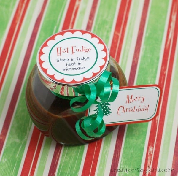 hot fudge sauce in glass jar with free printable Christmas gift tags
