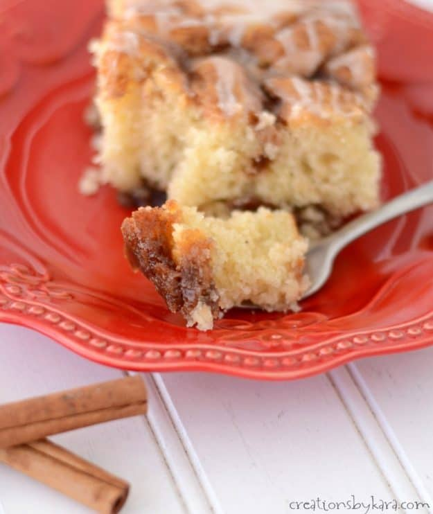 Ooey gooey cinnamon roll cake - the flavors of cinnamon rolls in half the time!