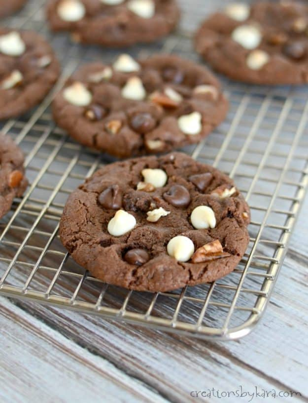 Chocolate Chocolate Chip Cookies - these decadent chocolate cookies are a chocoholics dream!