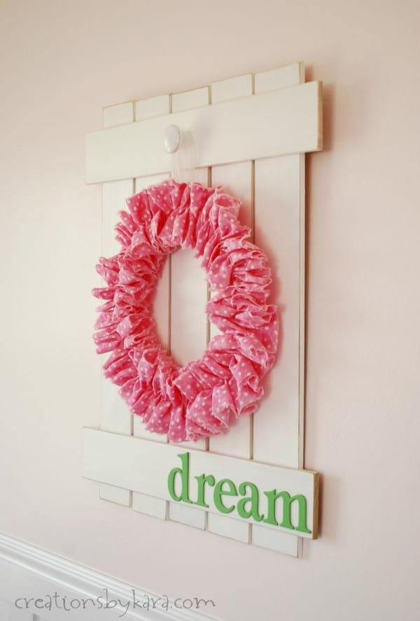 Rustic Picket Fence Sign with Wreath