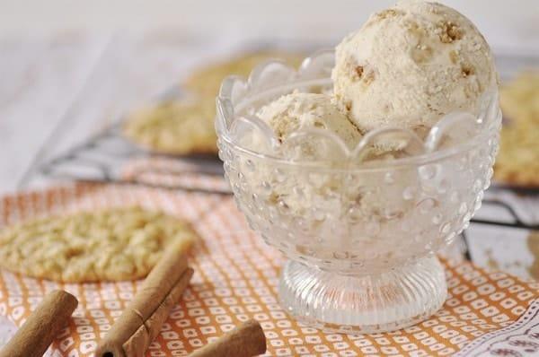 Cinnamon Bun Ice Cream Cake