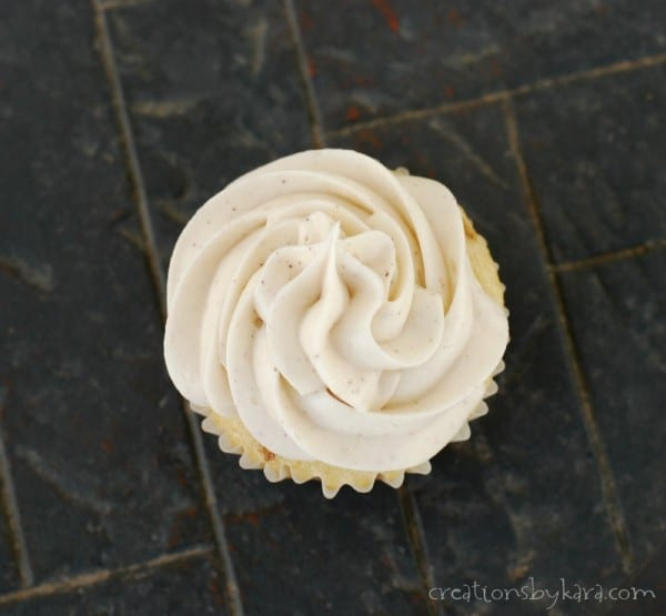 Cinnamon Cream Cheese Frosting- delicious!