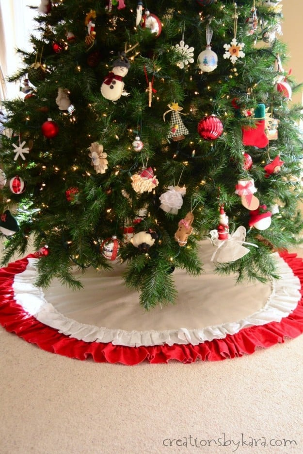 Easy to sew tree skirt made from canvas drop cloth- so pretty!