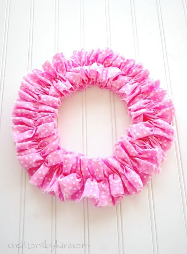 Quick and easy wreath with ruffles