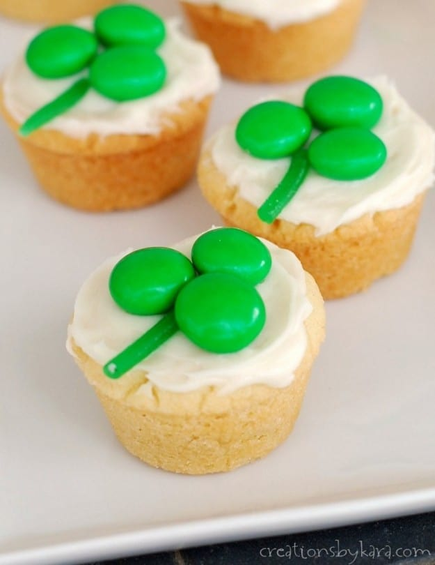 St. Patrick's Day Shamrock Cookie Cups- such a fun way to serve sugar cookies!