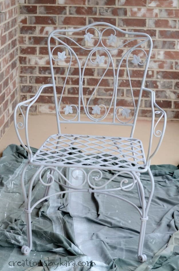 Patio Chair Makeover with Rusty Metal Primer from Rustoleum