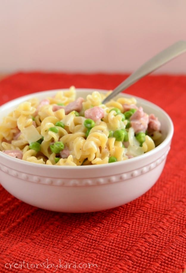 Looking for a quick dinner recipe- this Creamy Ham Pasta fits the bill!