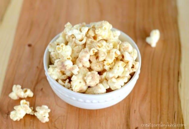 Popcorn with cinnamon glaze. Great snack recipe