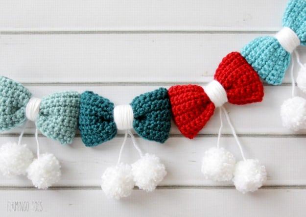 http://www.creationsbykara.com/wp-content/uploads/2015/11/Crochet-Bow-Garland-625x443.jpg