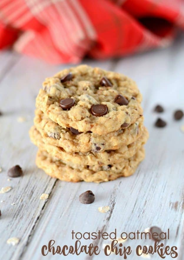 Toasted Oatmeal Chocolate Chip Cookies-toasting the oats makes these cookies spectacular! #toastedoat #chocolatechipcookies