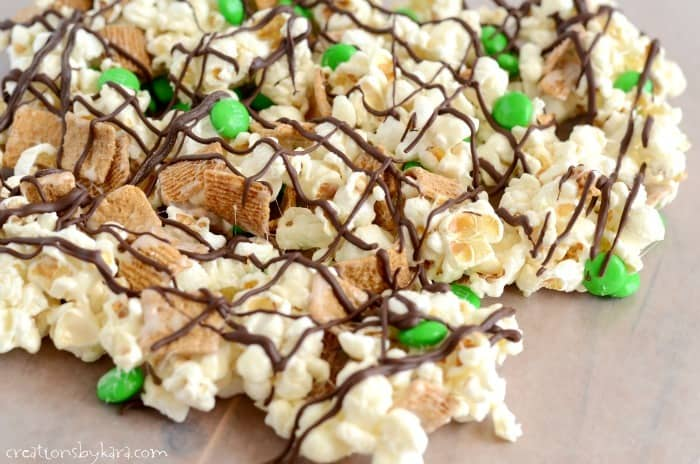 Want an easy treat for St. Patricks Day that everyone will love? Give this Smore Snack Mix a try!