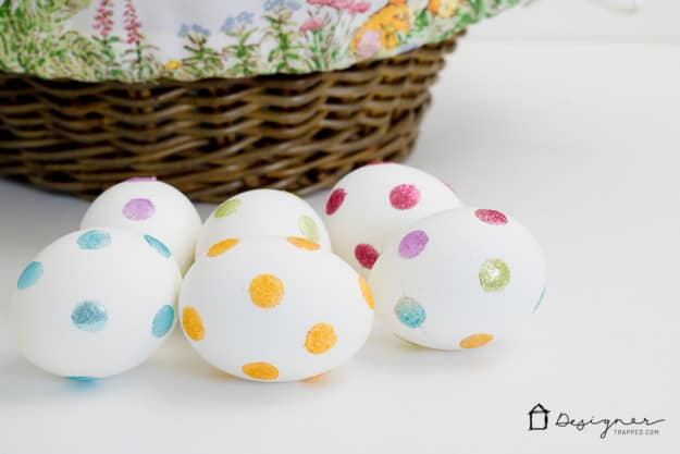 decorating-easter-eggs-glitter-dots-9