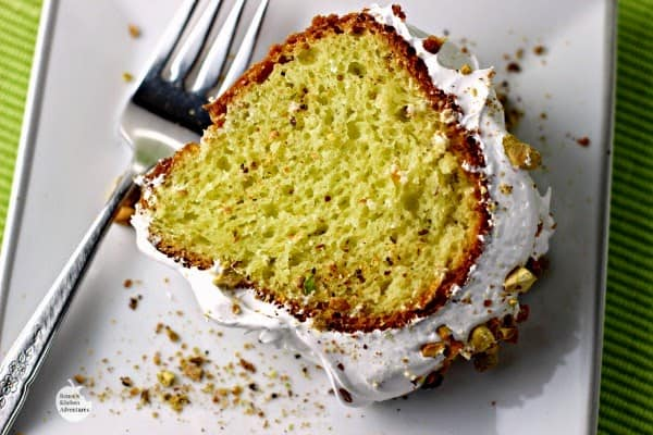 pistachio-cake-with-marshmallow-meringue-frosting-slice-close-up