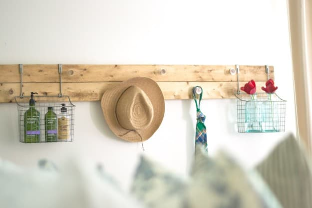 DIY-Wall-Rack-Made-From-Scrap-Wood