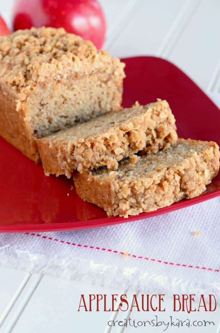 Applesauce Bread with cinnamon oat topping. Such a yummy fall bread recipe!
