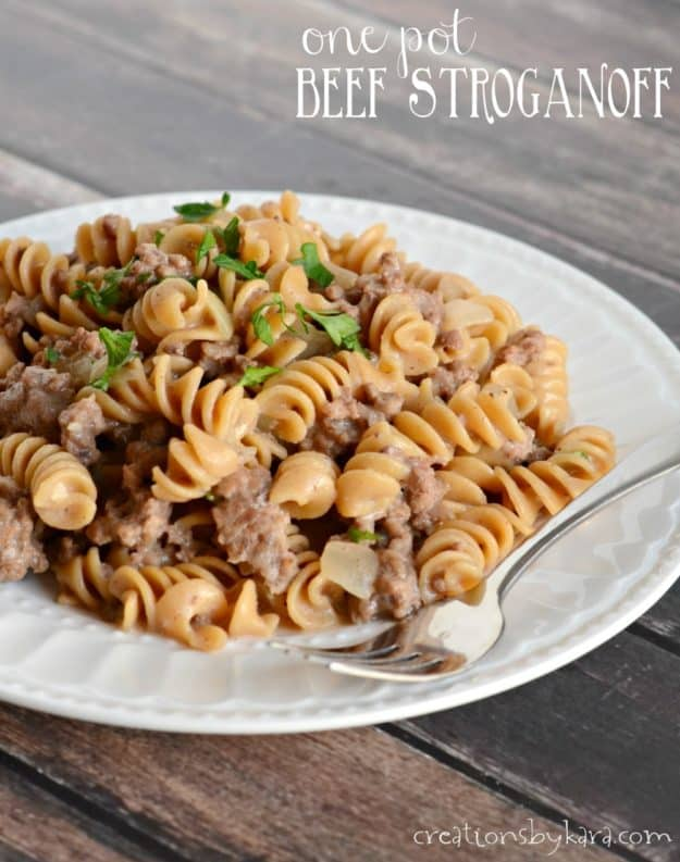 Recipe for easy One Pot Ground Beef Stroganoff. A perfect dinner recipe for busy nights! Everyone is sure to love it.