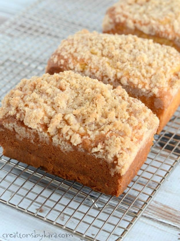 Recipe for moist and flavorful eggnog quick bread. The crumb topping makes this bread extra tasty. A perfect holiday quick bread recipe!