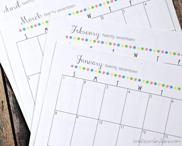 Get organized in 2017 with this free printable 2017 calendar! Use it for menu planning, scheduling, and much more. -from creationsbykara.com