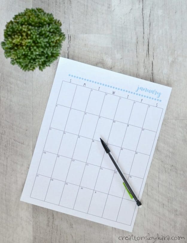 Need help organizing? Use this free printable 2018 calendar to get back on track!