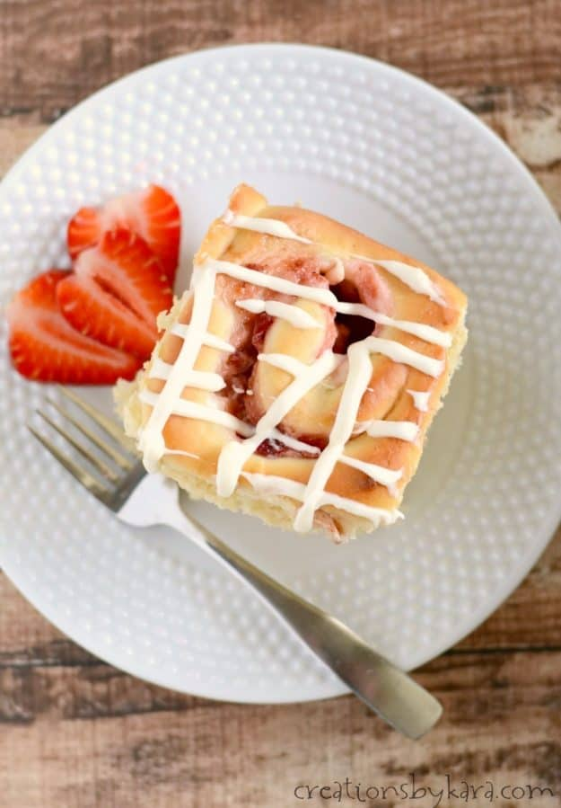 Recipe for scrumptious strawberry rolls that can be prepped the night before. #strawberryrolls