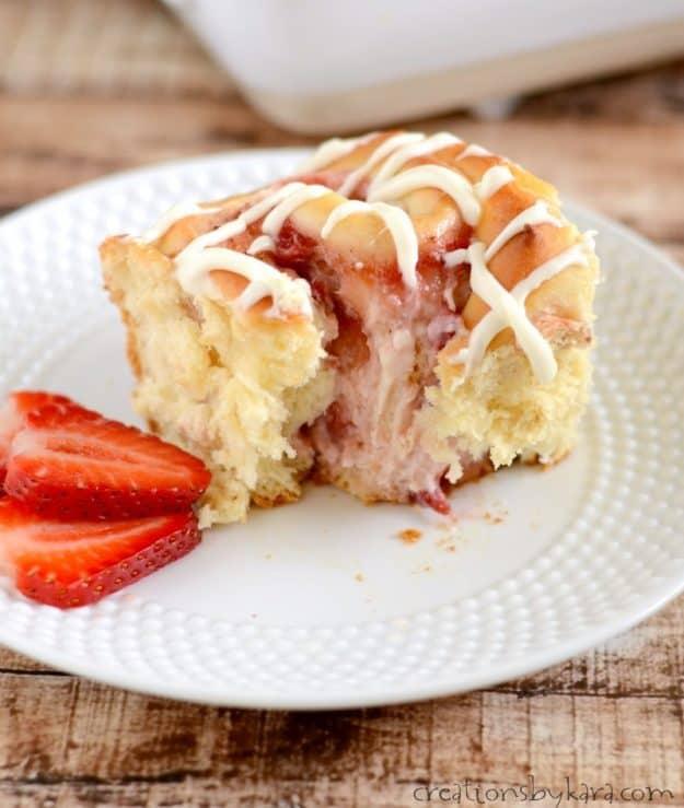 Incredible Strawberry Cream Cheese Sweet Rolls. A must try sweet roll recipe. #strawberry #sweetrolls