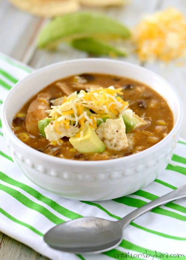 This Chicken Enchilada Chili is sure to warm you up on a chilly day. #chilirecipe